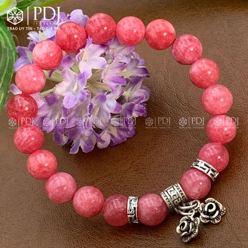 Vòng đá thạch anh hồng vân 8 ly charm hoa bạc thái PDJ